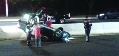 Motorista abandona carro após acidente na Vicinal Otávio Verri