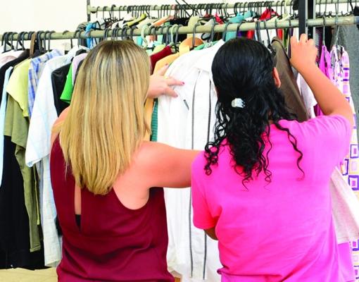 Mais uma vez, Bazar da Solidariedade teve balanço positivo, com mais de 400 itens comercializados. Foto: Adilson Lopez
