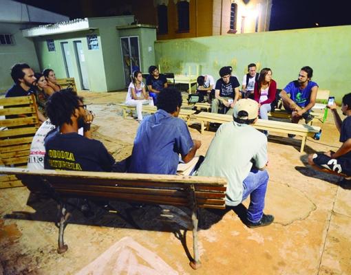 Representantes da Administração Municipal participam de bate-papo com membros de movimentos da juventude sertanezina. Foto: Adilson Lopez