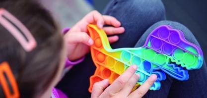 Push Pop It: brinquedo é 'febre' entre as crianças e auxilia no desenvolvimento