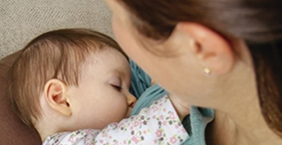 Amamentação e introdução alimentar: confira a importância desses períodos para os bebês
