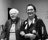 Companheira Maria Aparecida Palmieri Tufi conduzindo o Companheiro Governador  AL 83/ 84  e Sócio Fundador  do Lions  à mesa diretiva da Assembleia festiva em Comemoração ao dia dos Pais