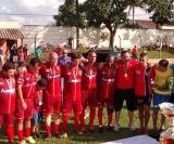 Momento em que os atletas do São Paulinho agradecem pelo titulo conquistado