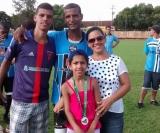 Zezinho, atacante do Grêmio, juntamente com sua esposa e seus filhos