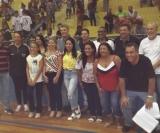 Na foto o prefeito Zezinho e o  vice-prefeito Niltinho juntamente com os homenageados da Copa