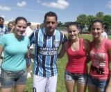 Luciano Ratinho ao lado das meninas Paola, Stefani e Carol